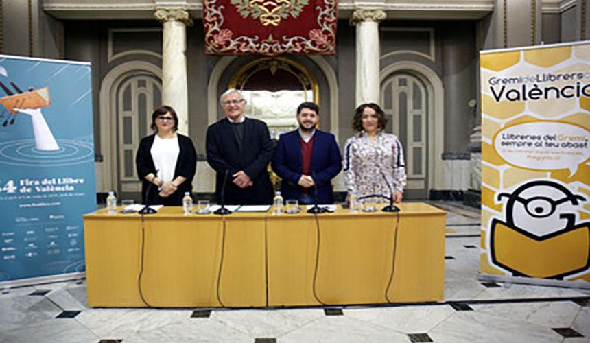 VALENCIA  12:04:37L'alcalde de València, Joan Ribó, acompanyat de la regidora de Patrimoni i Recursos Culturals, Gloria Tello, participa en la presentació de la 54 Edició de la Fira del Llibre de València.